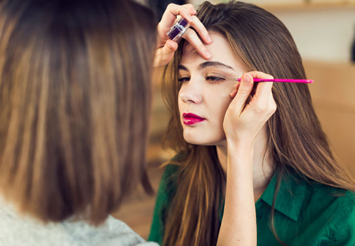 Weird Questions to Ask a Girl about Makeup