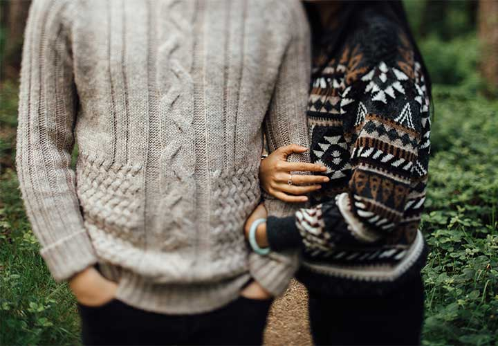 Touching is Liking - How to Know If a Girl Likes You